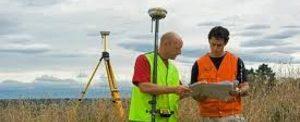 topografos en campo en agrimensura